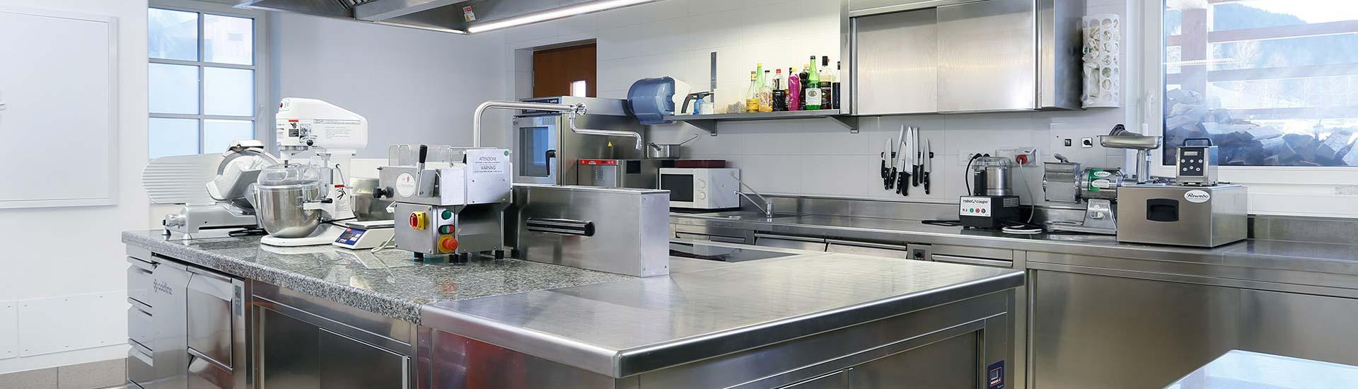 Möbel und Geräte in Inox für Südtirols Gastronomie ...
